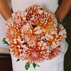 orange-dahlia-bouquet