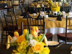 Love-these-lovely-soccer-ball-centerpieces